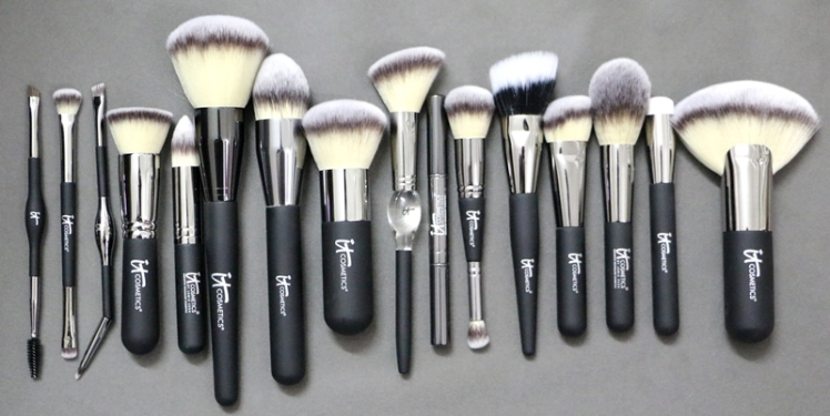 IT Cosmetics Makeup Brushes large pic